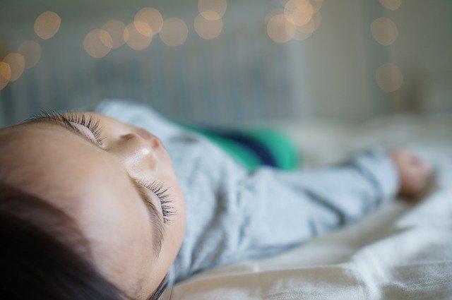 dostatok spanku